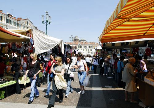 Weekly markets at Lake Garda