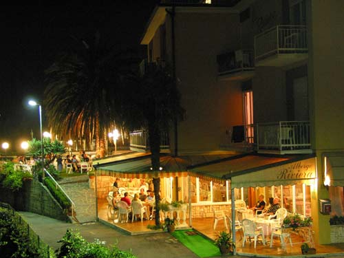 Hotel riviera in limone sul garda at lake garda for Hotel mignon meuble